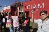 Movimentos sociais pedem reabertura de centro de atendimento à mulher na Baixada