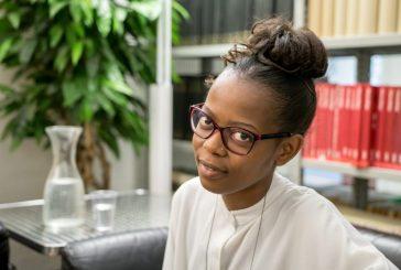 Revelação literária do Zimbábue, Rutendo Tavengerwei participa de eventos no Brasil