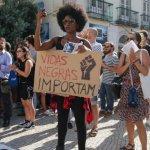 Várias dezenas de pessoas concentram-se em Lisboa contra o racismo