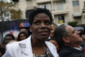 Comissão diz que não houve ato ilícito da Justiça ao algemar advogada negra