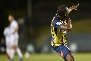 """Usain Bolt é titular pela primeira vez em time australiano e faz dois gols: """"Estou evoluindo"""""""
