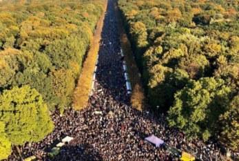 Mais de 200 mil pessoas em Berlim contra o racismo e a direita