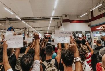 Ato de protesto em frente rede de supermercado que jovem foi assassinado por segurança