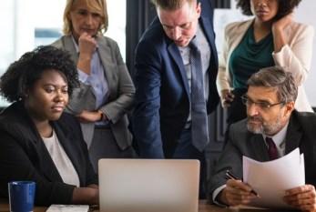 Homens e mulheres concordam: o preconceito de gênero interfere no salário
