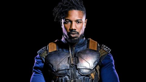 """Ator Michael B. Jordan vestindo roupas características de seu personagem, Killmonger, o vilão do filme """"Pantera Negra"""""""