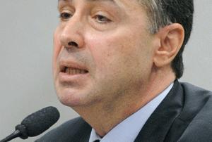 Barroso determina que transgêneros cumpram pena em prisões femininas