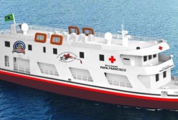 Barco-Hospital Papa Francisco já está em ação, atendendo 700 mil na Amazônia