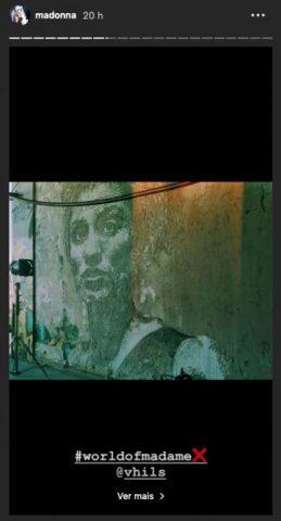 Print de tela do Storie da cantora Madona, na imagem é possível ver Marielle Franco representada em um muro