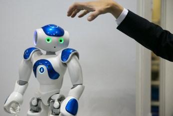 Estudo aponta ligação entre a predominância de robôs brancos e o racismo