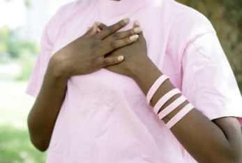 Outubro Rosa: como a sensibilidade de mulheres cegas ajuda a prevenir o câncer de mama na Colômbia