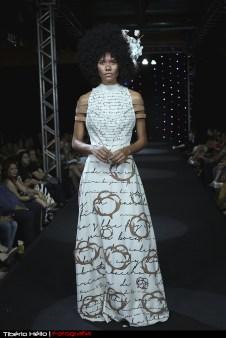 Rayanne Adordo vestindo figurino de Patrícia Costa. Foto de Tibério Hélio.