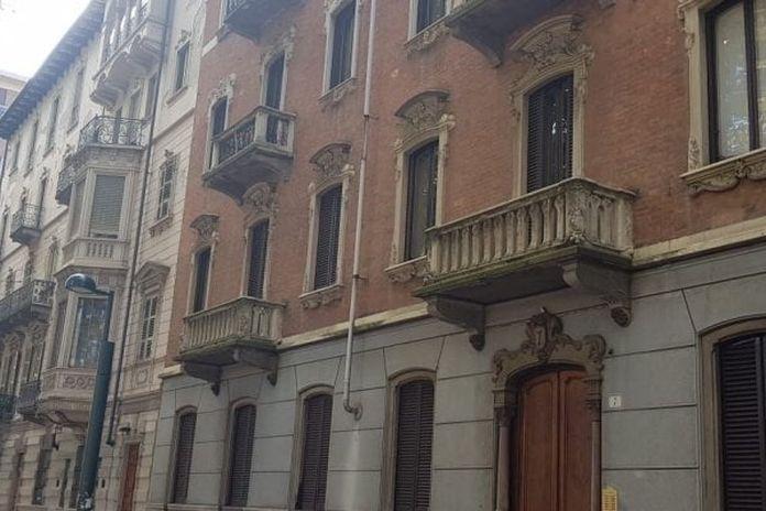 Torino Il Bb Abusivo Vendeva False Griffe E Gestiva