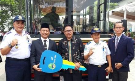 Pemkot Tasik Terima Kunci Bus Pariwisata dari Gubernur Jabar