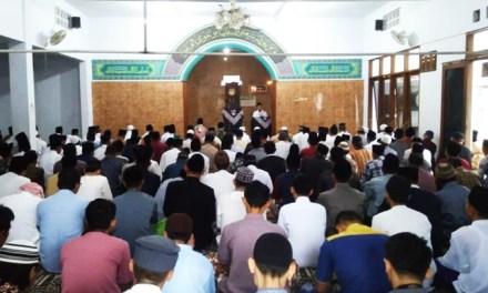Suasana Haru Warnai Perayaan Idul Fitri DKM Al-Mukhtariyah Rancamacan