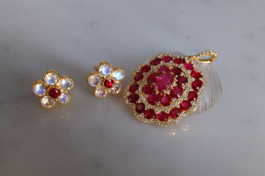 Gem Gardener, moonstone gold earrings, moonstone stud earrings gold, flower shaped earrings studs, moonstone earrings singapore, moonstone statement earrings
