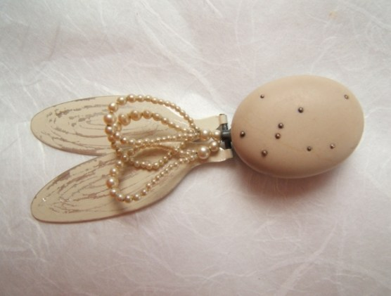 1. (ornithomancy) to touch a very old law. brooch. oxided silver, painted silver, stone, pearls, gold