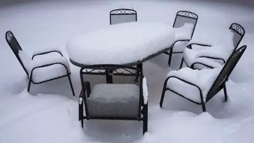 Gartenmöbel auf dem Balkon winterfest machen