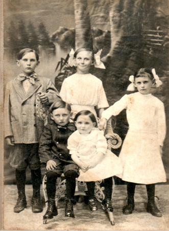 Younger Vanek children, 1911.