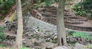 generacion-friki-en-japon-jizos-de-piedra-tokyo-templo-zojoji-1