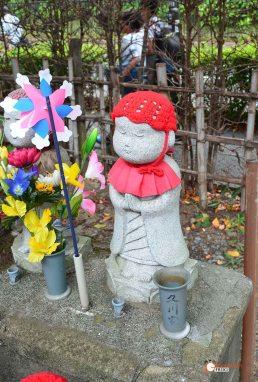 generacion-friki-en-japon-jizos-de-piedra-tokyo-templo-zojoji-5