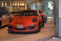 Generacion-Friki-En-Japon-coches-Roppongi-Shibuya-concesionario-Porche