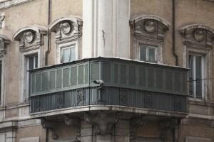 Il balconcino di palazzo Bonaparte / ph. Andrea Artoni