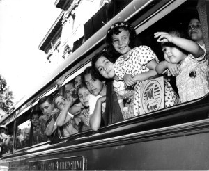 Children leaving for the summer holiday camp in Trentino (INA social club, 1956)