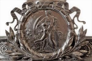 Josef Carl Klinkosch, alzata commemorativa, argento (1872), part., Collezione d'arte Gruppo Generali