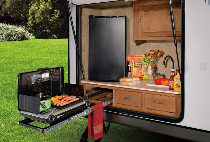 10 RVs With Amazing Outdoor Entertaining & Kitchens – Welcome To The