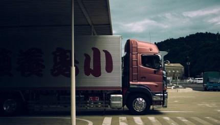 Un camion de la compagnie de transport