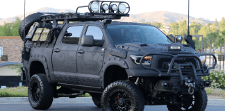 Sur la base d'un Toyota Tundra Crew Max version TRD (Toyota Racing Departement),