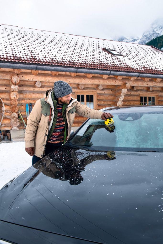 Kärcher révolutionne le dégivrage des vitres et pare-brises en hiver avec le dégivreur de vitres sur batterie EDI