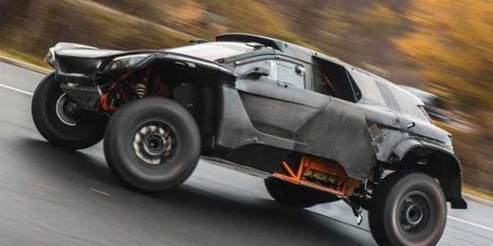 Sur le Dakar 2022 Peterhansel et Sainz disputeront avec Audi le prochain Dakar au volant d'un véhicule électrique. Audi a ainsi dévoilé les noms de ses pilotes. Du lourd ! En plus de nos deux spécialistes vainqueurs de 8 des 12 dernières éditions du Dakar, le Suédois Mattias Ekström (double champion de DTM et vainqueur des 24 Heures de Spa) sera le Rooky de ce trio.