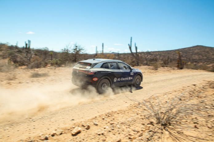 La Volkwagen ID4 sur une Baja Le défi de la Norra Mexican 1000