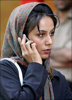 An obvious criminal at large on the streets of Tehran (from April 2007) <font size=-2>(Source: france24.com)</font>