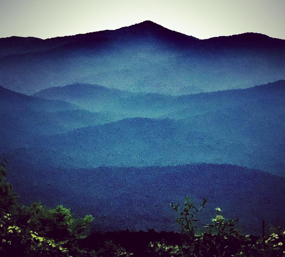 Western wildfire smoke on the Blue Ridge.  2 August 21.