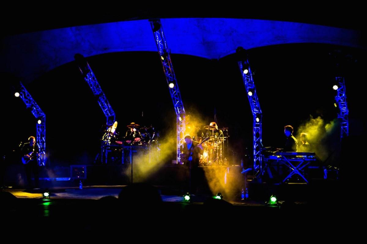 Genesis, home by the sea, second home by the sea, live over europe, when in rome, Phil Collins, the way we walk, Genesis Tribute, genesis Coverband, Klatschen, Audience, Rock Konzert, Moving heads, Lightshow, Geneses, Konzert, Veranstaltung, Musical, Show, Fürstenwalde, Parkbühne, Allegro Event, Event, Open Air, Zeltdach, waldbühne berlin