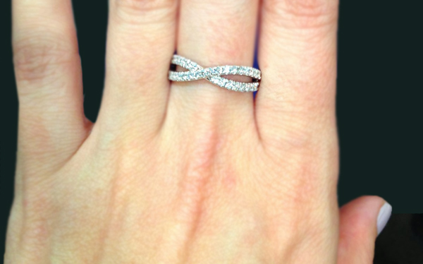 How to Wear a Wedding Ring Set the 'Right' Way