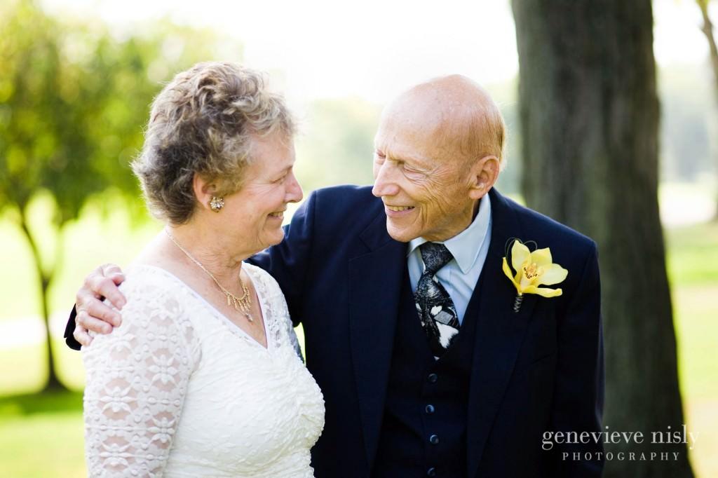 luntz-anniv-007-oakwood-country-club-cleveland-wedding-photographer-genevieve-nisly-photography