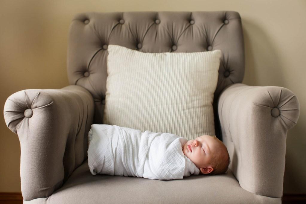 babies-012-cleveland-akron-portrait-photographer-genevieve-nisly-photography