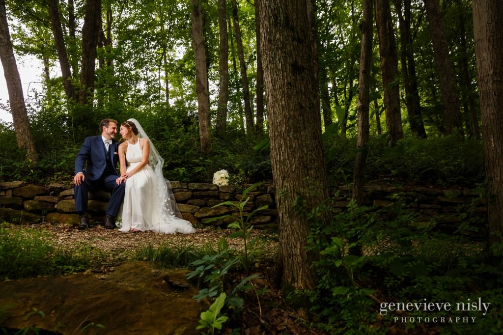 emily-cory-011-grand-barn-mohicans-wedding-photographer-genevieve-nisly-photography