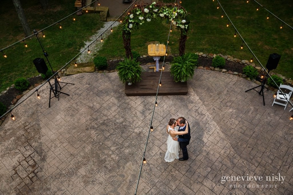 emily-cory-015-grand-barn-mohicans-wedding-photographer-genevieve-nisly-photography