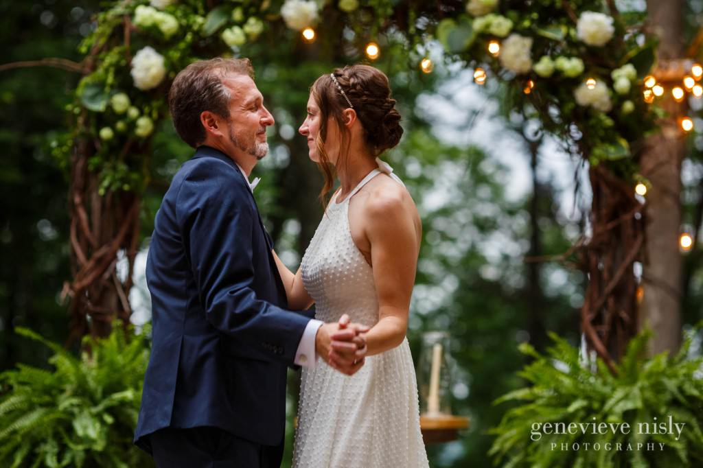 emily-cory-016-grand-barn-mohicans-wedding-photographer-genevieve-nisly-photography