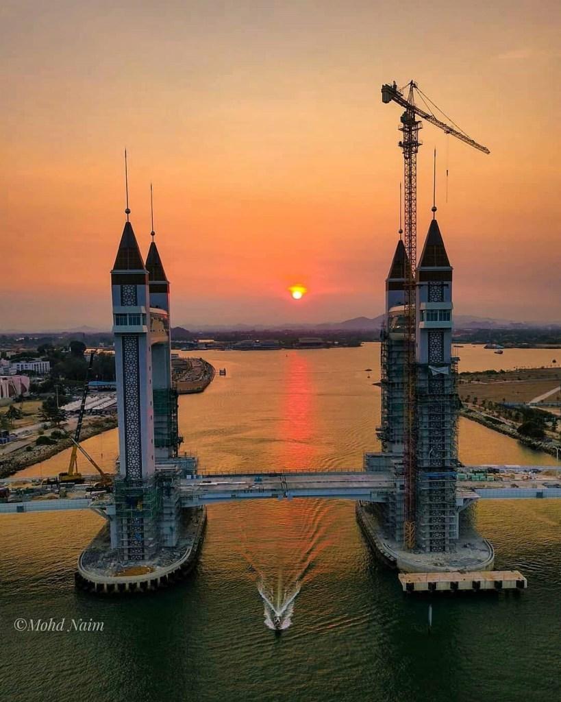 Ikon Terbaru Terengganu Jambatan Angkat Ala-Ala Tower Bridge London 1