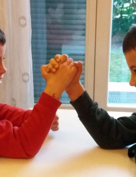 Come gestire la competizione tra i gemelli | Genitorialmente