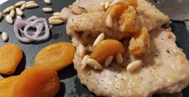 Scaloppine di maiale con albicocche secche e pinoli | Genitorialmente
