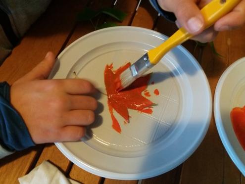 Come pitturare sulla stoffa con le foglie – idee creative | Genitorialmente