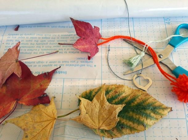 Segnalibro con foglie secche – decorazioni autunnali | Genitorialmente