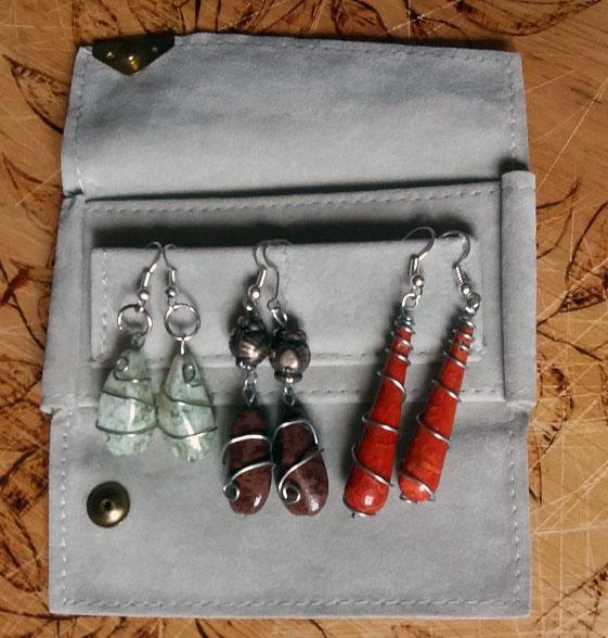 Orecchini wire fai da te con pietre: idea regalo | Genitorialmente