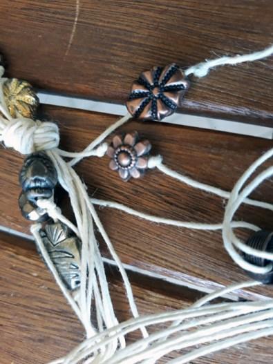 Collana di corda e perle fai da te: tutorial | Genitorialmente
